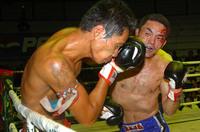 [写真]流血しながらもウェハーと激闘を繰り広げた松本
