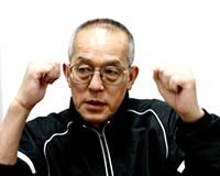 身振り手振りで解説する藤本会長