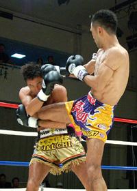 【写真】大野の蹴りをキャッチする菊地選手